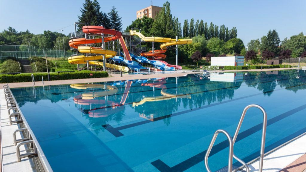 Outdoor swimming pool and waterslides by the K-net customer SAREZA