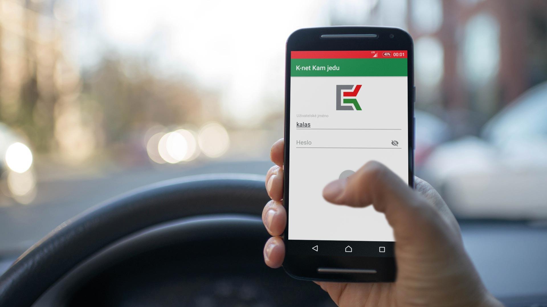 Pohled na smartphon apřihlašovací stránku aplikace Kam Jedu vautě