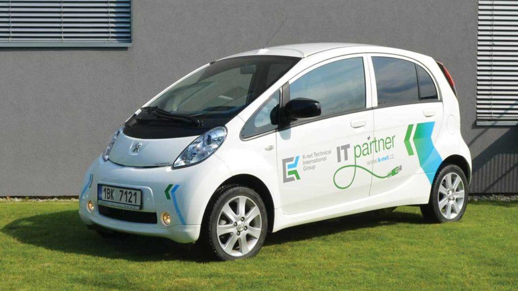 Pohled na stranu Peugeot iON zflotily K-net
