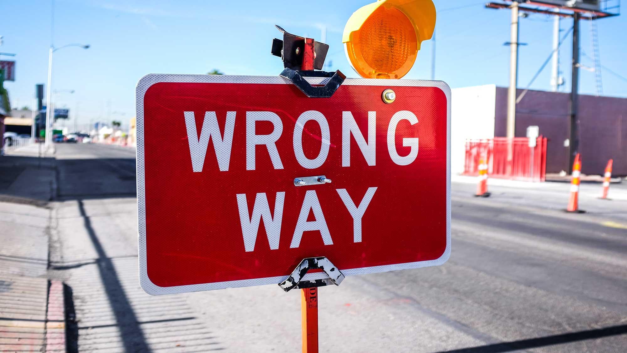 """Obrázek dopravní značky, která označuje """"špatnou cestu"""""""