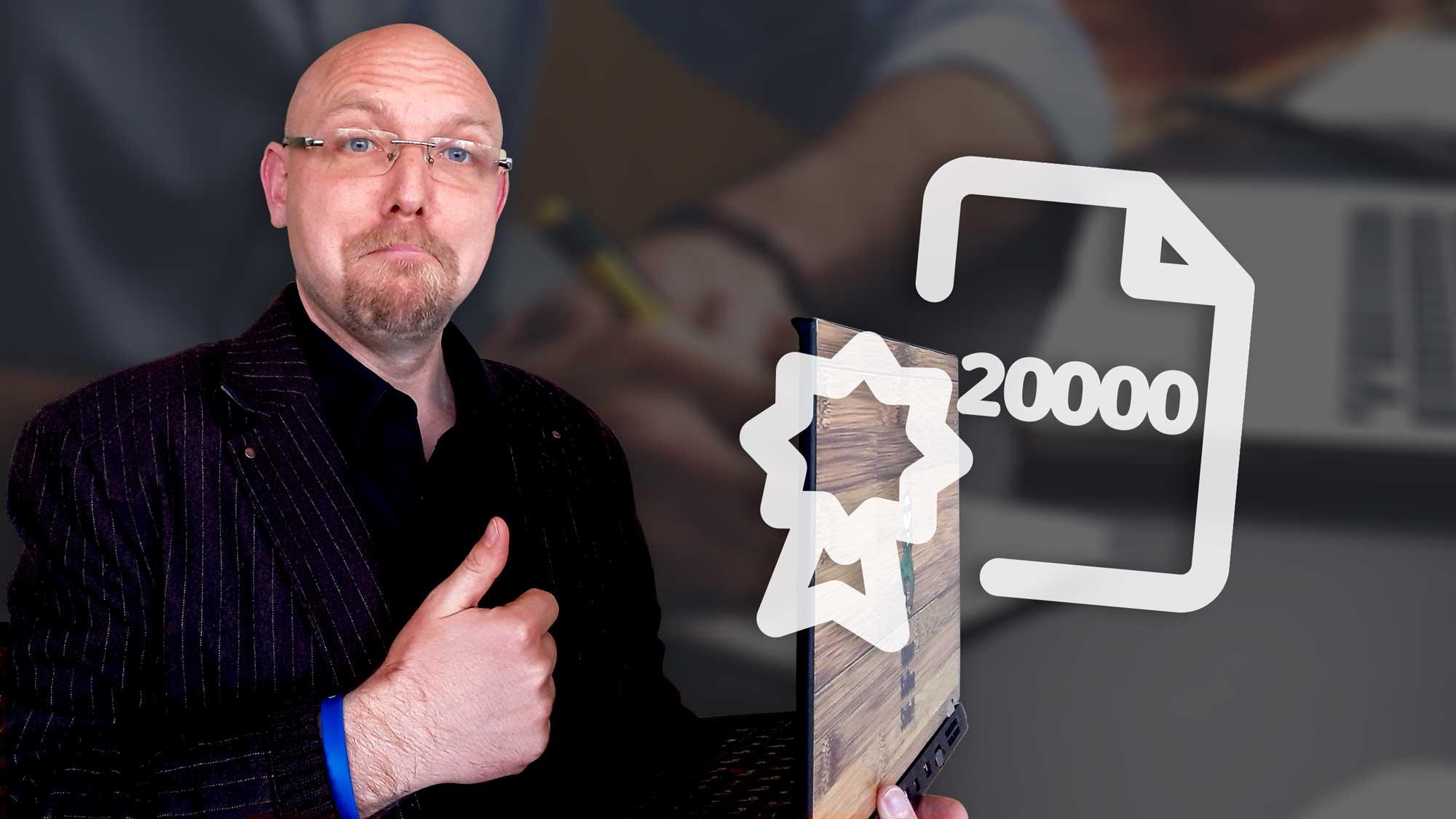 pohled na Jaru, který má palec nahoru před ikonou ISO 2000