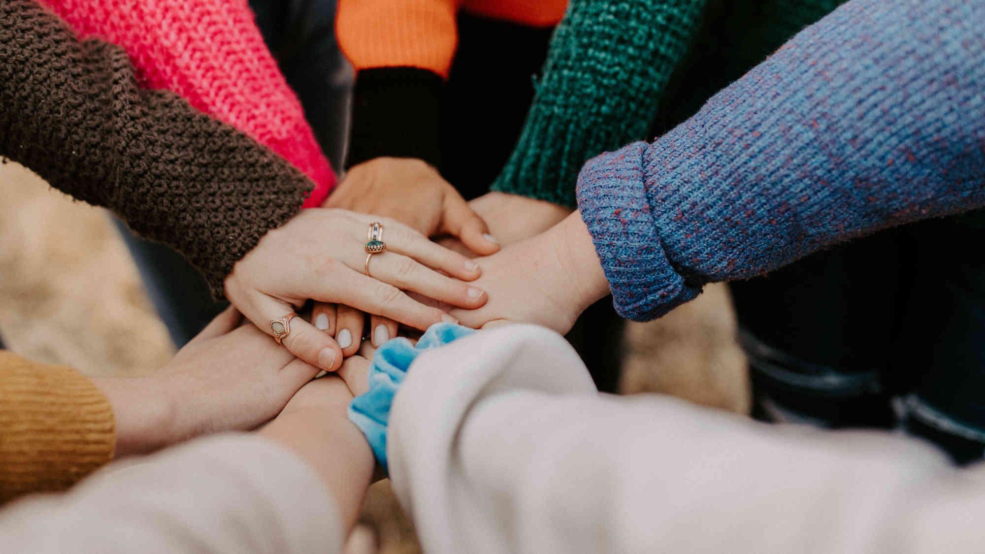 Všichni společně - každý dal ruku na ruku druhého