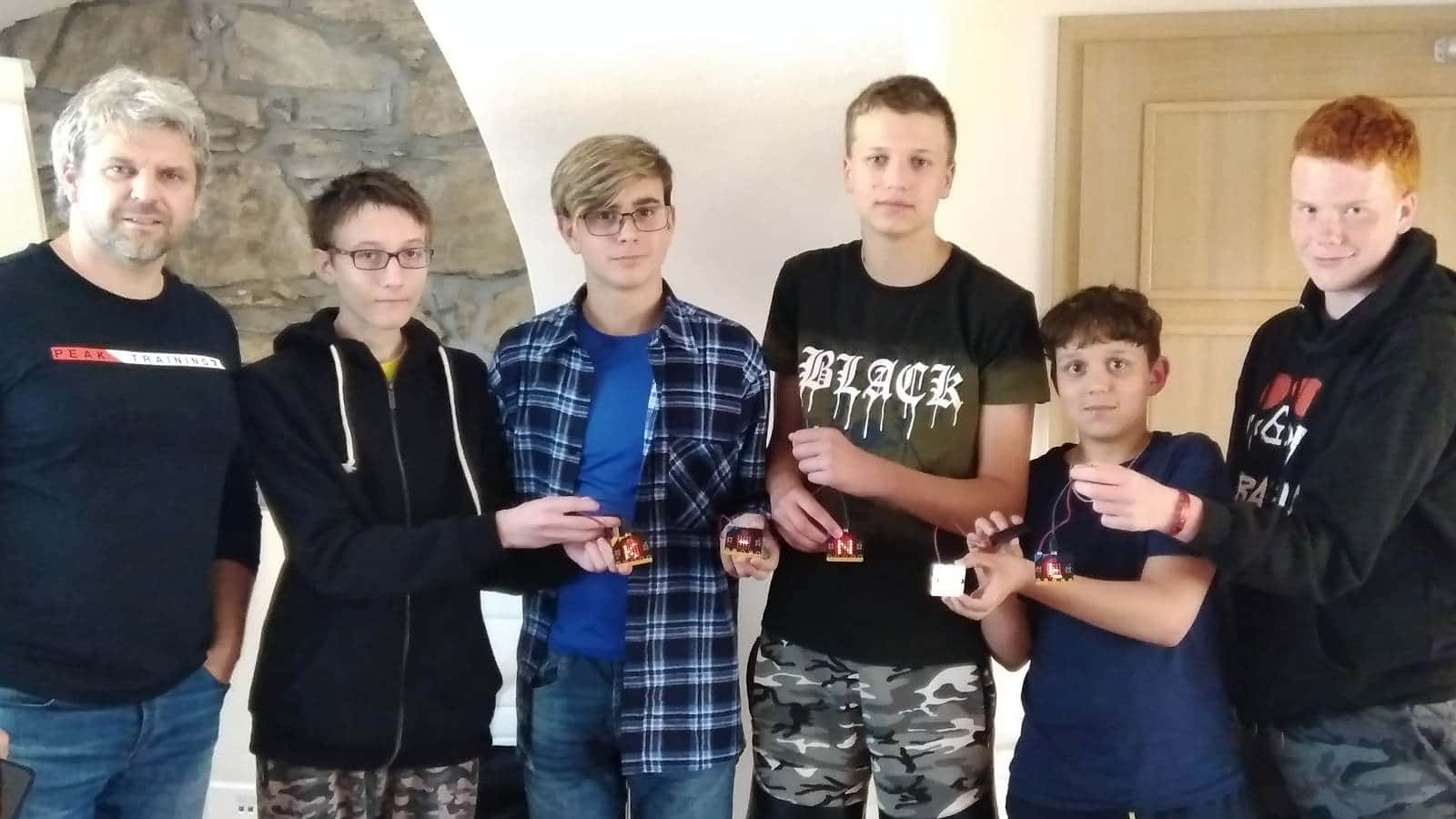 Společná fotografie kluků z našeho IT kroužku s návštěvou Mirkem Slámou