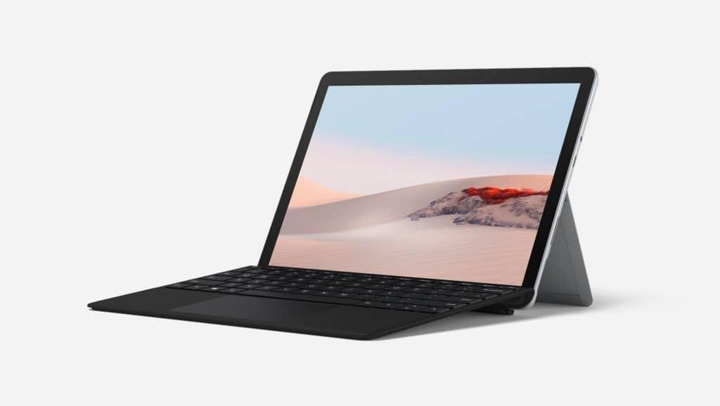 Tablet Surface společnosti Microsoft včerném provedení