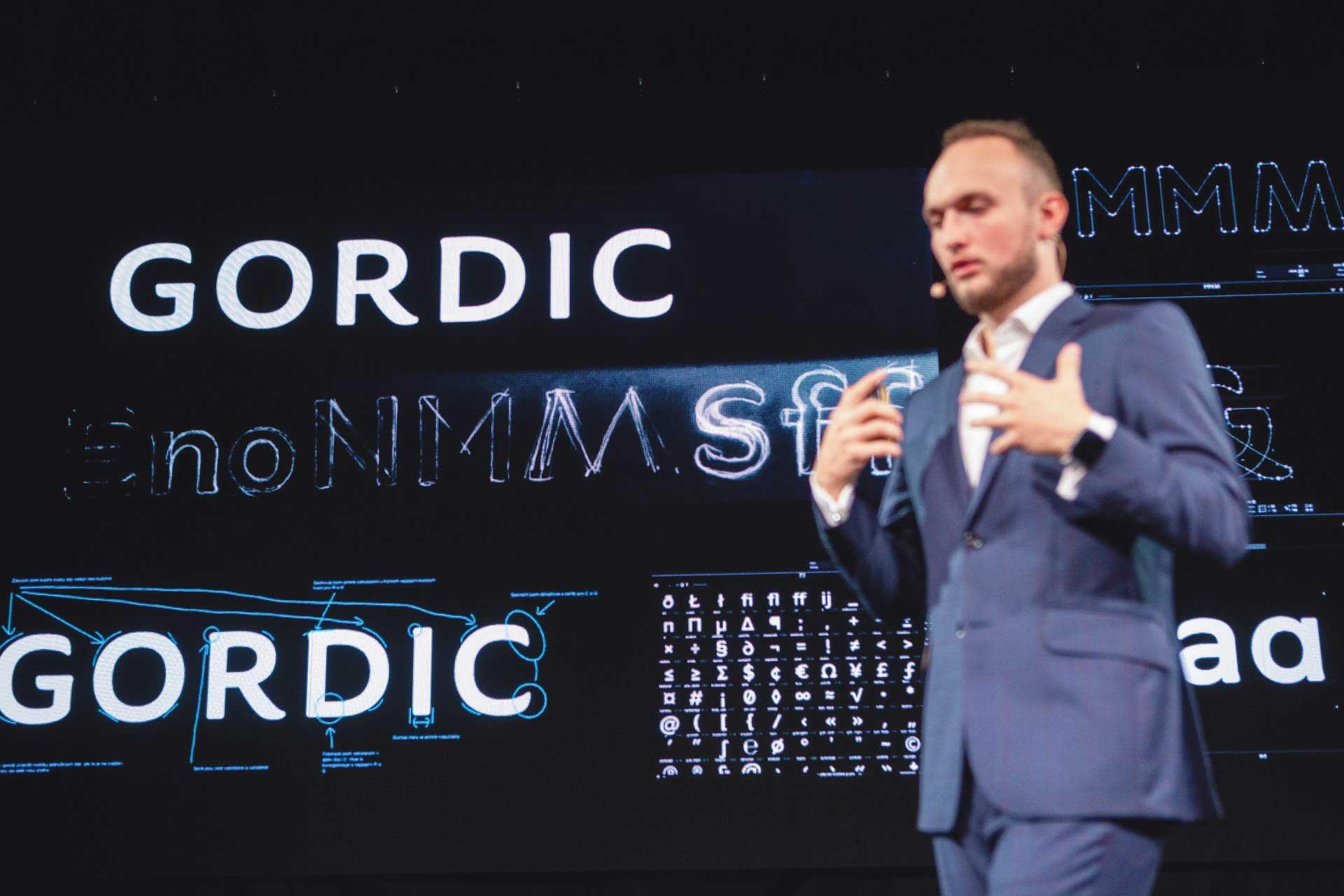 Zástupce firmy Gordic přednáší