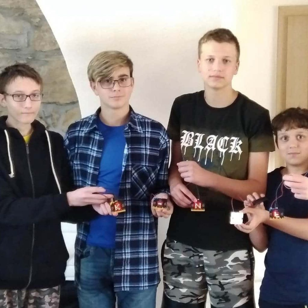 Společná fotografie kluků znašeho IT kroužku snávštěvou Mirkem Slámou