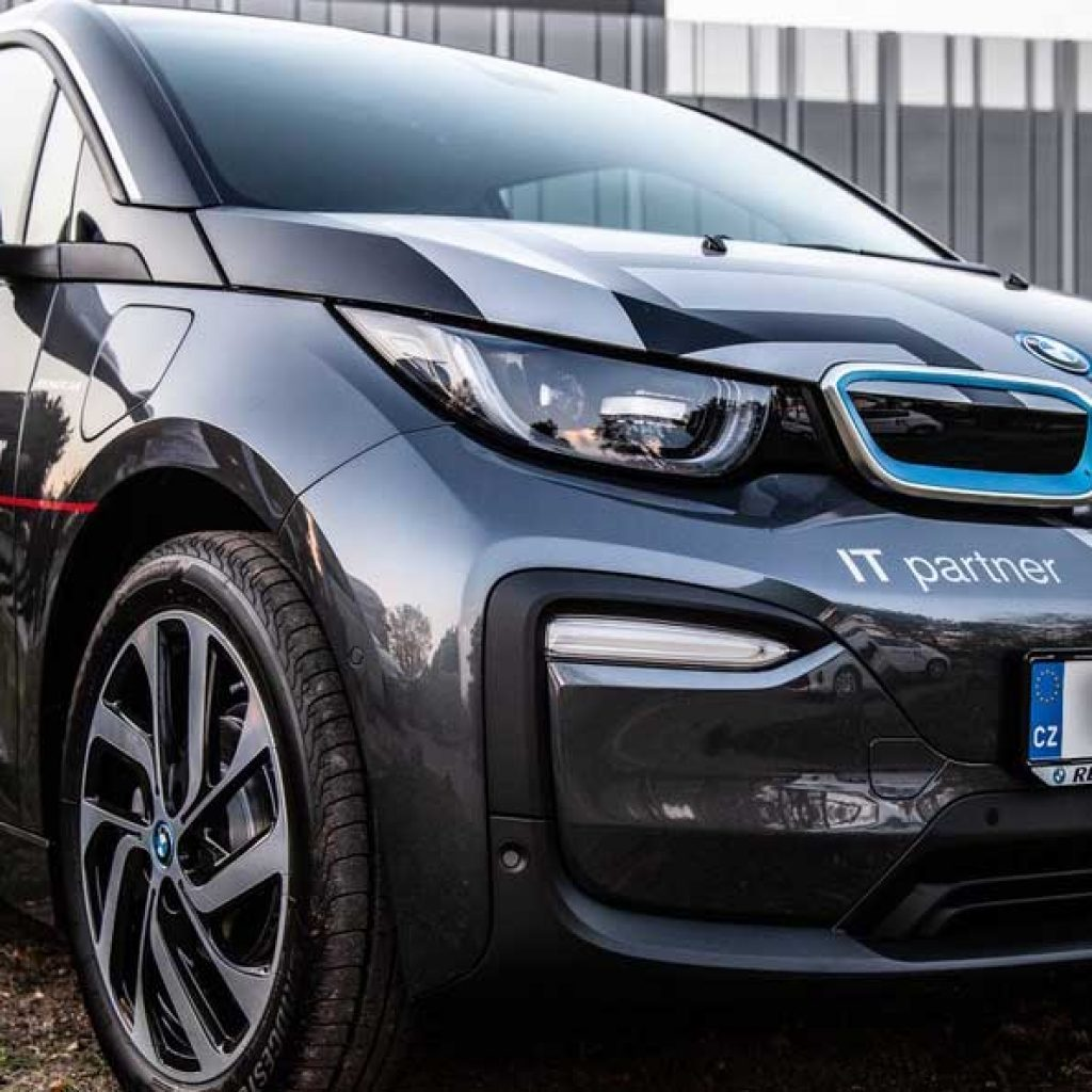 Front view of the K-net electric BMW i3